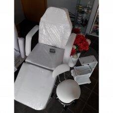 Kosmetologinė kėdė-lova + kosmetologinis staliukas 082 + meistro kėdutė balno tipo su atlošu, baltos spalvos